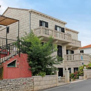 Hotel Pictures: Apartment Supetar 5676c, Supetar