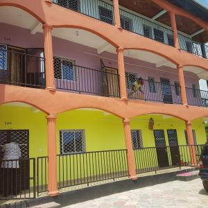 Hotel Pictures: Royal Guest House, Douala