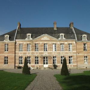 Hotel Pictures: Château de Yaucourt Bussus, Yaucourt-Bussus