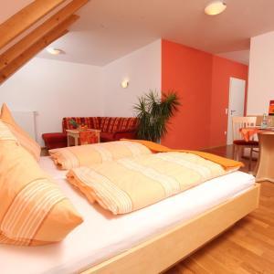 Hotelbilleder: Gasthof-Pension Brauner Hirsch in Alfeld - Mittelfranken, Alfeld
