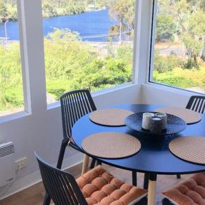 Hotelbilleder: Linda House Huonville, Executive Accommodation 30 mins South of Hobart, Spectacular River Views, Huonville