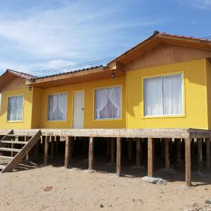 Фотографии отеля: Cabaña 005 Tres Playitas, Huasco