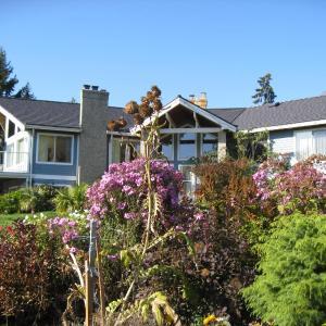 Hotel Pictures: Cedar Acres Vacation Rental, Fanny Bay