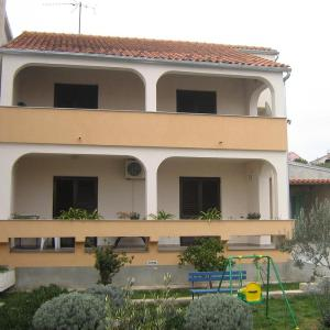 Hotellikuvia: Apartment Brodarica 4221a, Brodarica