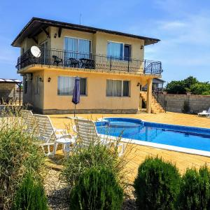 Hotel Pictures: Villa Golden Crown, Topola