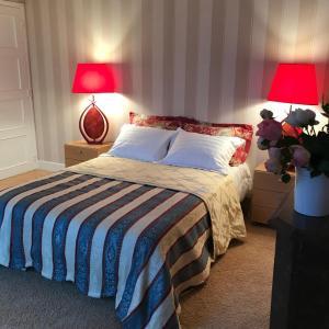 Hotel Pictures: Maison de la Huardiere, Sully-sur-Loire