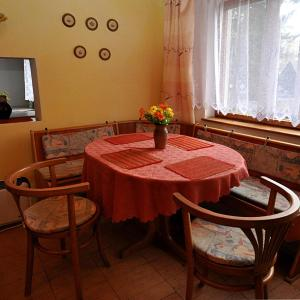 Hotel Pictures: Holiday home in Zbiroh 30416, Zbiroh