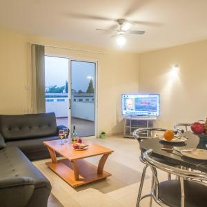 Hotel Pictures: Crystal Views Apartment, Paralimni