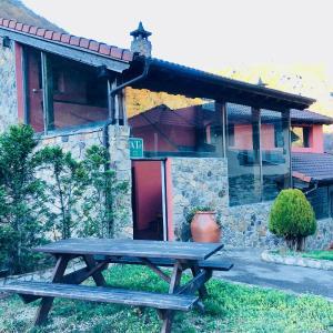 Hotel Pictures: Torrevillar, Villar de Vildas