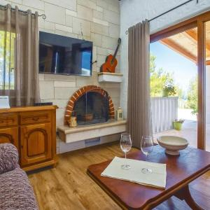 Hotel Pictures: Studio Holiday Home in Supetar, Supetar