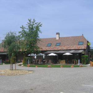 Hotel Pictures: Logis - Hôtel Barbier des Bois, Bruailles