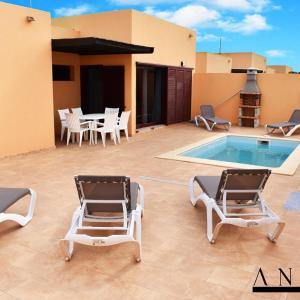 Hotel Pictures: Anahi Home, La Oliva