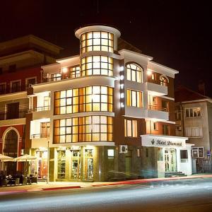 Hotellikuvia: Hotel Diamond, Kazanlŭk