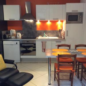 Hotel Pictures: Appt Galliéni proche des thermes, Rochefort