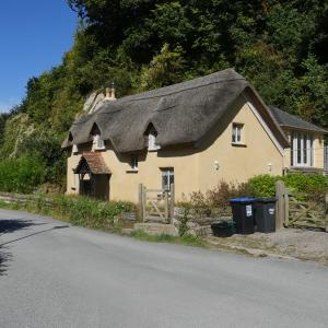 Hotel Pictures: Old Maids Cottage, Ilfracombe