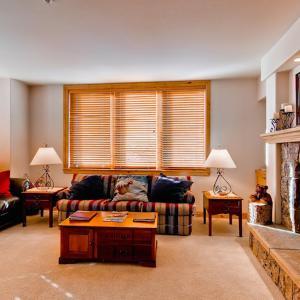 酒店图片: Appealing Steamboat Springs 2 Bedroom Condo/Villa - Torian Creekside 315, 斯廷博特斯普林斯