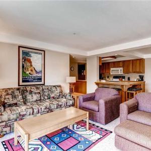 酒店图片: Appealingly Priced Steamboat Springs 2 Bedroom Condo/Villa - Torian Plaza 704, 斯廷博特斯普林斯
