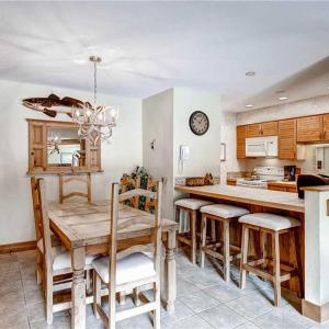 Hotellbilder: Beautifully Appointed 2 Bedroom - Timber Run 106, Steamboat Springs