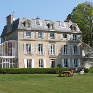 Hotel Pictures: Chambres d'Hôtes Château de Damigny, Saint-Martin-des-Entrées