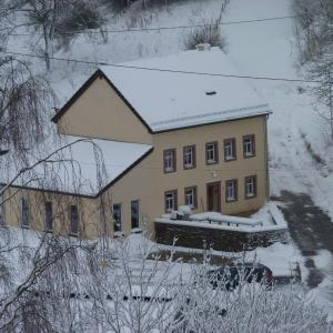 Hotelbilleder: Engelsdorfer-Ferienhaus-Enztal-Suedeifel, Zweifelscheid
