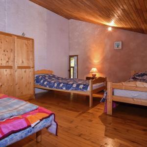 Hotel Pictures: Maison dans les bois, Biron