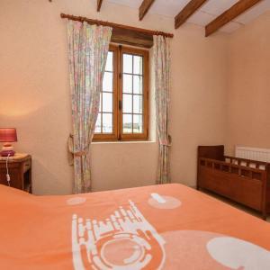 Hotel Pictures: Maison 6 personnes, Biron