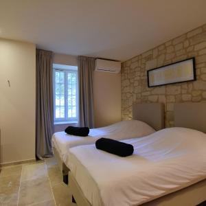 Hotel Pictures: Gîte de luxe dans les vignes 2, Villesèque-des-Corbières