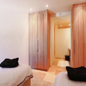 Hotel Pictures: Gîte de luxe dans les vignes 3, Villesèque-des-Corbières