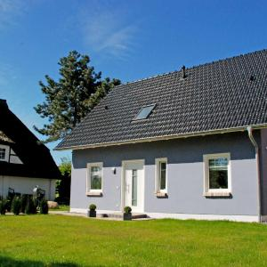 Hotel Pictures: Ferienhaus Celina, Middelhagen