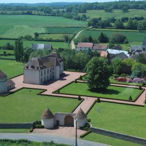 Hotel Pictures: Les Residences du Chateau de Vianges, Vianges