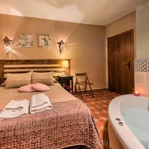 """Hotel Pictures: Fantástica casa Rural """"Los Placeres del Paladín"""", Zufre"""