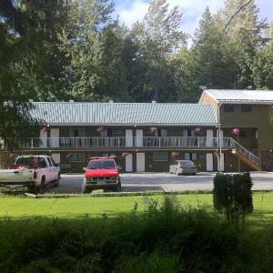 Hotel Pictures: The Hitching Post Motel, Pemberton