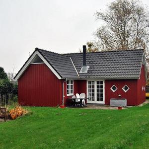 Hotel Pictures: Holiday Home Sæby Lyngmosevej 098707, Frederikshavn