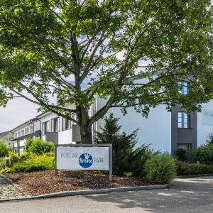 Hotel Pictures: Hotel am Krone Park, Olching