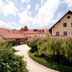 Hotel Pictures: Stadler Hof, Großgundertshausen