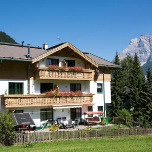 ホテル写真: Haus Gipfelblick, レルモース