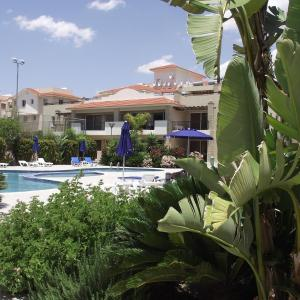 Hotel Pictures: Pyla Gardens A101, Pyla