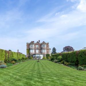 Hotel Pictures: Goldsborough Hall, Knaresborough