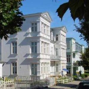 Hotel Pictures: Villa Ahlbeck - Ferienwohnung Warnemunde, Ahlbeck