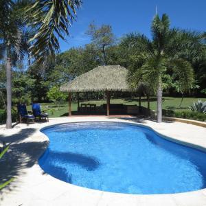 Hotel Pictures: Beach House Casa Mango, Paraíso