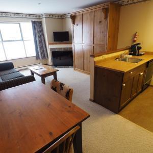 Hotel Pictures: Apex Mountain Inn Suite 221-222 Condo, Apex Mountain