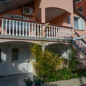 Фотографии отеля: Apartment Sabunike 11837b, Privlaka