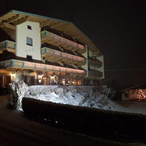 Hotellikuvia: Hotel Gasthof Jäger, Schlitters