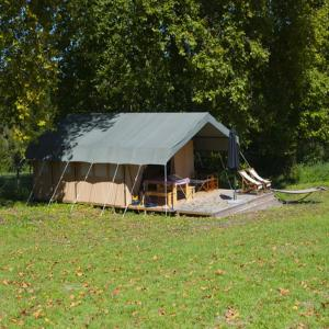 Hotel Pictures: Safary tent, Casseneuil