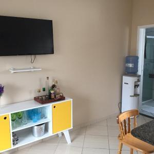 Hotel Pictures: Apartamento 30 metros do mar na prainha, Sambaqui