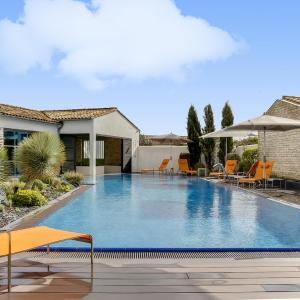 Hotel Pictures: Luxueuse villa avec piscine chauffée et spa, Sainte-Marie-de-Ré
