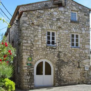 Hotel Pictures: Holiday home Impasse des Remparts, La Garde-Adhémar