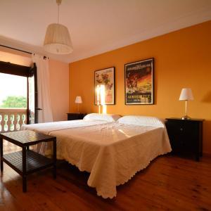 Hotel Pictures: Casa Rural La Plaza, Valoria la Buena