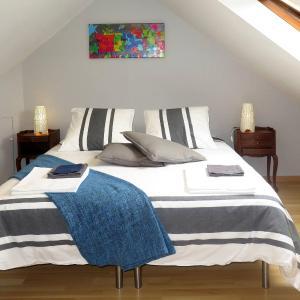 Hotel Pictures: Ferienhaus mit Pool Douarnenez 102S, Douarnenez
