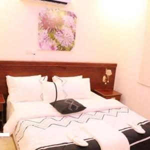 Fotos de l'hotel: 7 Days Furnished Apartments, Ţurayf